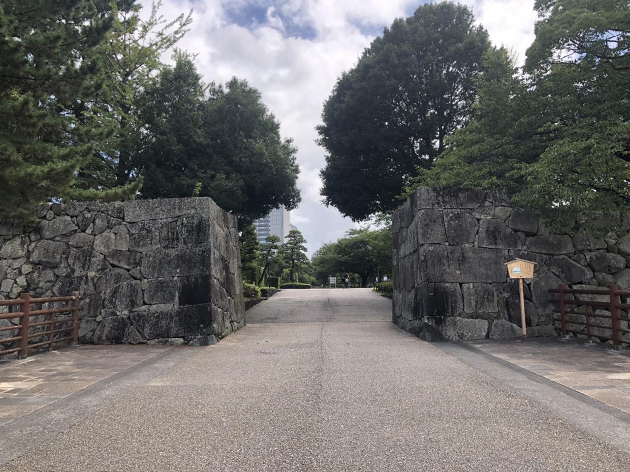 駿府城公園の大通り