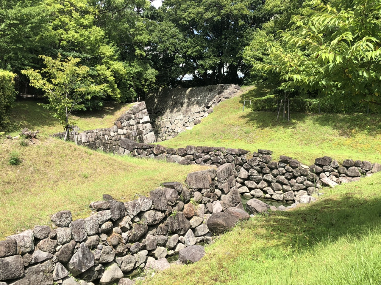 駿府城の本丸と二ノ丸をつなぐ水路