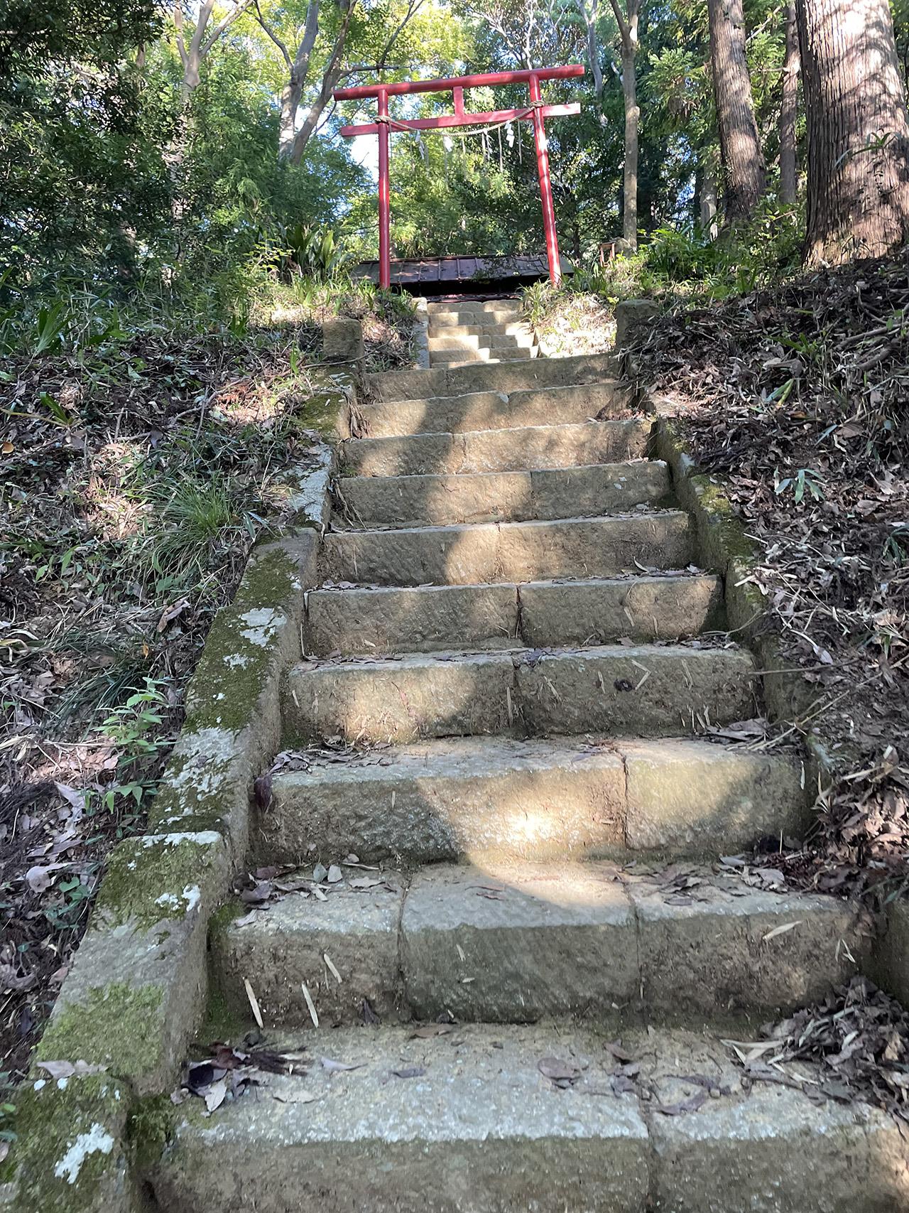 津久井城山の飯縄神社の階段