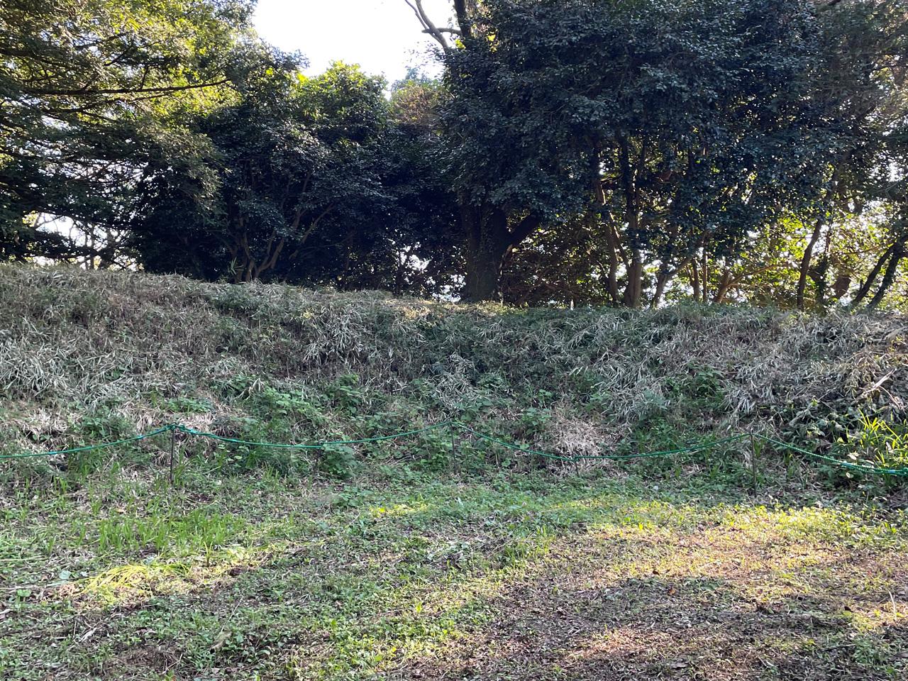 津久井城山頂の本城曲輪