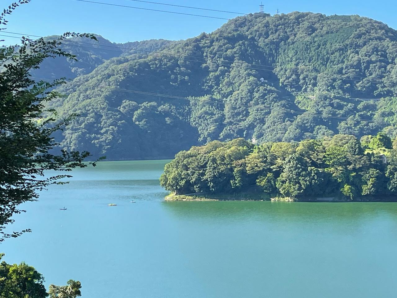 津久井湖と山々